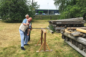 6 Klaus Hofmann and one of the visitors drilling pipes