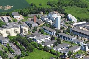 """<div class=""""bildtext"""">1Luftbildaufnahme vom neuen Standort in der Halsbrücker Straße in Freiberg. Viele weitere Firmen und Institute befinden sich in der Nachbarschaft</div>"""