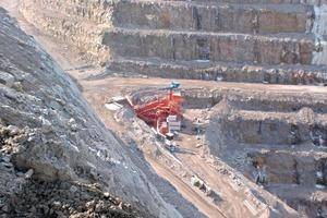 Semi-mobile crushing plant in a quarry (Sandvik)<br />