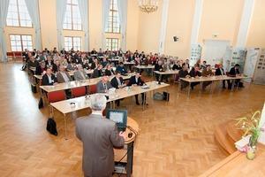 Etwa 100 Teilnehmer waren der Einladung nach Schönebeck gefolgt • About 100 participants accepted the invitation to Schönebeck<br />