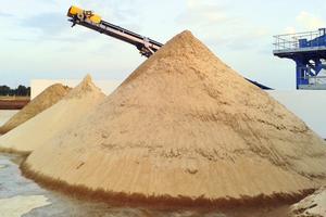 """<div class=""""bildtext"""">1 Hochwertiger Quarzsand • High-quality silica sand</div>"""