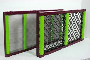 2 FLEX-MAT selbstreinigende Siebböden sind auch auf allen gängigen modularen Stecksystemen einsetzbar • FLEX-MAT self-cleaning screening media are also available for modular screen decks<br />