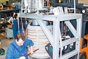 4 Experten von Listenow überprüfen die komplette Anlage • Experts from Listenow inspect the complete system<br />