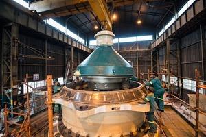 """<div class=""""bildtext"""">2 Der erste MP2500 wird Anfang 2015 in der Sentinel-Mine der First Quantum Minerals Ltd. in Sambia voll einsatzfähig sein • The first MP2500 will be operational at First Quantum Minerals Ltd Sentinel mine in Zambia early 2015</div>"""