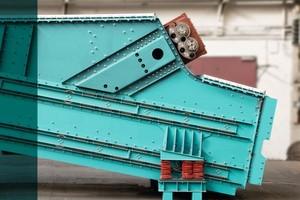 """<div class=""""bildtext"""">1FlexaClass SFX – Spannwellen-Siebmaschine bei siebschwierigen Schüttgütern • FlexaClass SFX –Flip-flop screen machine for difficult bulk materials</div>"""