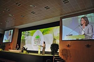 1 Amina Benkhadra, Ministre de l'Energie, des Mines, de l'Eau et de l'Environnement begrüßt die Teilnehmer von SYMPHOS 2011 • Amina Benkhadra, Ministre de l'Energie, des Mines, de l'Eau et de l'Environnement welcomes the participants at SYMPHOS 2011<br />