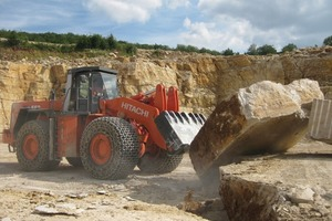 Block handling model of a Hitachi ZW550 wheel loader– in operation at a Jura marble quarry since July 2010<br />
