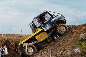 3 Die Trial Trucks in Aktion ● : The Trial Trucks in action
