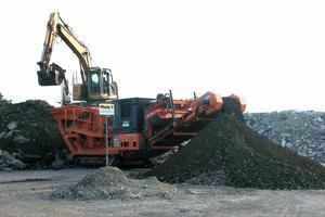 """<div class=""""bildtext"""">Bei der Amann GmbH ist die INNOCRUSH 35 vorwiegend für das Brechen von Recyclingmaterial im Einsatz • At Amann GmbH, the INNOCRUSH 35 is used primarily for crushing material for recycling</div>"""