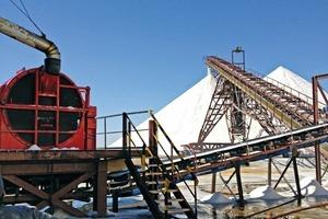 """<div class=""""bildtext"""">11 Einsatz einer HSG 1650 auf Djerba, wo die Anlage stündlich einen Durchsatz von 500&nbsp;t Salz bewältigt • Operation of an HSG 1650 on Djerba, where the plant handles a throughput of 500&nbsp;t salt per hour</div>"""