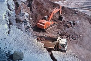 3 Die Standzeit von Bergbau- oder Recyclingausrüstungen ist länger dank der ausgezeichneten mechanischen Eigenschaften von Raex-Stahl • The service life time of mining or recycling equipment is longer thanks to excellent mechanical properties of Raex<br />