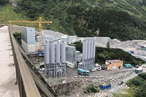 5Leiblein-Wasseraufbereitungsanlage im Kieswerk vor dem Vermuntstausee im Montafon, rechts unterhalb der Beton-Silos