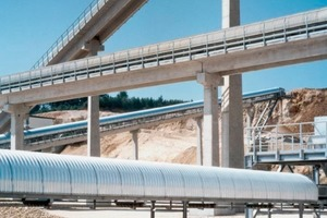 Energy efficient transportation of bulk material from quarries, gravel pits and other areas of the mining industry<br />