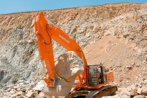 Doosan DX420LC crawler excavator in the quarry<br />