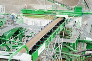 "<div class=""bildtext"">5 Velde feed conveyor R2500 to AggMax</div>"