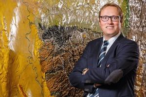 "<div class=""bildtext"">2 Geologe Prof. Dr. Christian Melchers, wissenschaftlicher Leiter des Forschungszentrums • Geologist Prof. Dr Christian Melchers, Scientific Director at the Research Centre</div>"