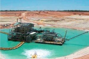 "<span class=""bildunterschrift_hervorgehoben"">3</span>Abbaugerät für Mineralsande bei Bemax Recources (Roche Mining)<br />"