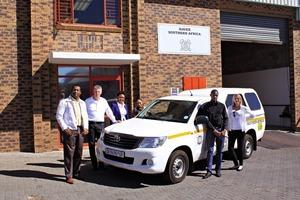 """<div class=""""bildtext"""">Das Team von HAVER Southern Africa vor ihren neuen Räumlichkeiten • The HAVER Southern Africa team in front of its new offices</div>"""