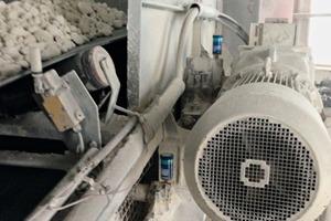 """<div class=""""bildtext"""">2 Automatischer Schmierstoffgeber von SKF • SKF automatic lubricators</div>"""