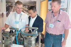 "<div class=""bildtext"">4 Yuejun Zhang (centre) with Roytec's Peter Sampson and Roy Melville</div>"