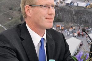 """<div class=""""bildtext"""">5 Messechef Dr. Friedhelm Rese während der Pressekonferenz</div><div class=""""bildtext"""">Trade Fair Director Dr Friedhelm Rese during the press conference</div>"""