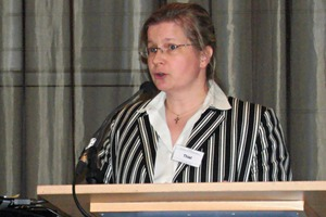 """<div class=""""bildtext"""">Dr.-Ing. Stephanie Thiel, Chairing the plenary session</div>"""