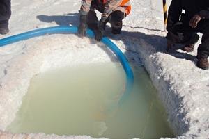 4 Pumpversuch der Salzlake ● Brine pumping test