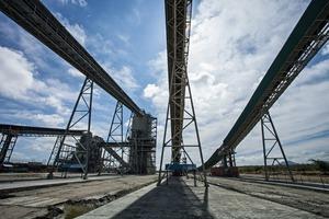 """<span class=""""bildunterschrift_hervorgehoben"""">2</span>Förderbandanlage in der Mogalakwena Mine<br />Belt conveyor in the Mogalakwena Mine"""