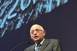 "<span class=""bildunterschrift_hervorgehoben"">3</span>Günter Verheugen hielt eine kritische Festansprache • Günter Verheugen gave a critical ceremonial address"