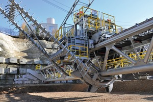 """<div class=""""bildtext"""">3 Rake and bucket wheel uniformly remove material from the stockpile</div>"""