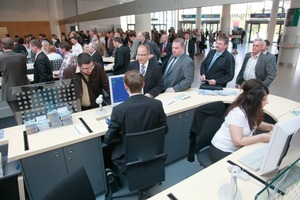 Visitors of POWTECH 2010 at the registration<br />