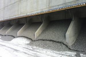 3 Mit der neuen 60&nbsp;m langen, 7&nbsp;m breiten und 27&nbsp;m hohen Anlage von SBM wird Kalkschotter mit einer Aufgabegröße von 0-120&nbsp;mm in neun Einzelfraktionen klassiert • The new 60&nbsp;m long, 7&nbsp;m wide and 27&nbsp;m high SBM installation is used for grading of crushed limestone with a feed particle-size of 0-120&nbsp;mm into nine individual fractions<br />