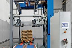 """<div class=""""bildtext"""">3BEUMER hat eine neue Maschine aus der Produktserie BEUMER stretch hood entwickelt • BEUMER has developed a new machine in the BEUMER stretch hood product line</div>"""
