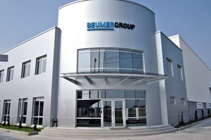 "<span class=""bildunterschrift_hervorgehoben"">1</span>Das neue Gebäude der BEUMER Group • The new building of BEUMER Group"