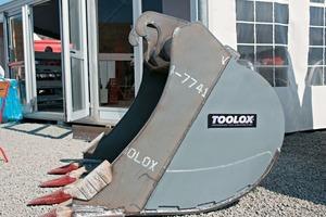 Baggerlöffel aus Toolox arbeiten bereits auf Schlackebeeten in Stahlwerken ● Toolox scoops are already in service on slag beds in steelworks
