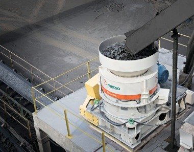 High crushing efficiency in combination with versatility and safety