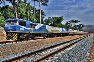 12 Eisenerztransport von Tonkolili • Transportation of Tonkolili's iron ore<br />