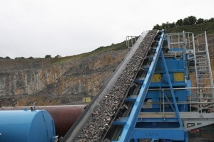 Washed aggregates are transferred from the M2500 to the AggMax 150 attrition system<br />