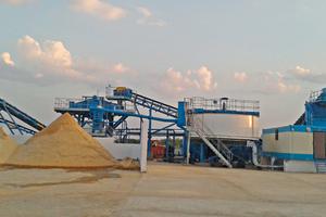 """<div class=""""bildtext"""">2 Sieb- und Klassiertechnik von CDE für die Herstellung von Formsand • CDE screening and classification technology to produce foundry sand</div>"""