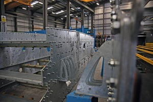"<div class=""bildtext"">1 Dreideckwaschsieb ProGrade in der Produktion • ProGrade triple deck rinsing screen in the manufacturing</div>"