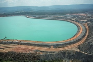 """<div class=""""bildtext"""">Wasserdamm Sossego Kupfermine Sossego copper mine water dam</div>"""