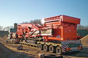 """<span class=""""bildunterschrift_hervorgehoben"""">1</span>Sandvik QA 340 auf dem Tieflader • Sandvik QA 340 on the low loader<br />"""