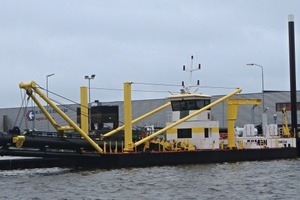 1 Schneidkopfsaugbagger am Kai während der Erprobung # Cutter suction dredger alongside quay during trials<br />