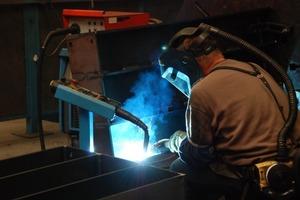 Einige Produktionsabläufe erfordern handwerkliche Feinarbeit<br />