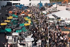 """2 Auf der """"Wirtgen Group Avenue"""" präsentierte der Marktführer Ausschnitte seiner breiten Produktpalette # The market leader presented a selection of its wide range of products on the """"Wirtgen Group Avenue""""<br />"""