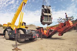 """<div class=""""bildtext"""">2Anschließend erfolgte der Umbau der Anlage auf die Prallmühle R900 • Then the machine was converted to the R900 impact mill</div>"""