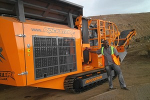 """<div class=""""bildtext"""">2 James Kamau with his first Rockster crusher R700S in South Africa </div>"""