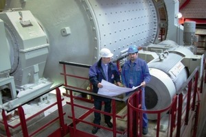 Project Manager W. Vogt, K+S GmbH, and Supervisor M. Micheler, Hosokawa Alpine, in front of the Super Orion ball mill<br />