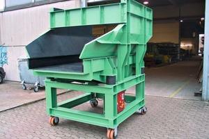 Beschickereinheit mit Unwuchtantrieb für Achslager-Rohlinge • Unbalance feeder unit for axle bearing blanks
