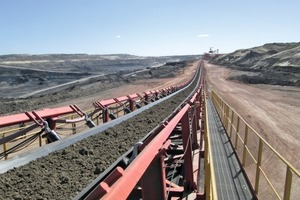 "<div class=""bildtext"">2 Tenova TAKRAF Bandanlagensystem im Tagebau Zhahanaoer in China • Belt conveyor system from Tenova TAKRAF in the opencast mine of Zhahanaoer in China</div>"